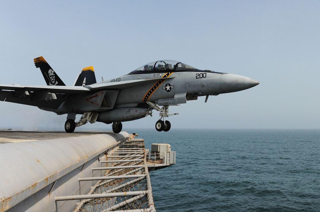 aviones de combate navales F-18 Super Hornet