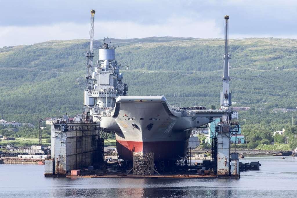 Portaaviones Admiral Kuznetsov en dique